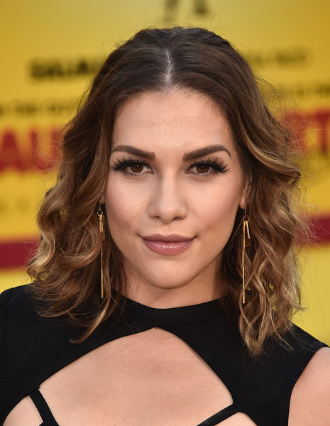 Allison Holker Medium Wavy Cut