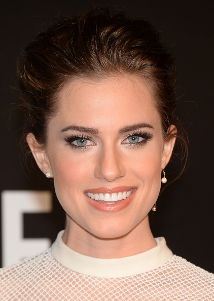 Allison Williams Bobby Pinned Updo