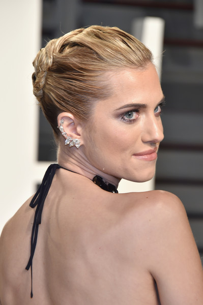 Allison Williams French Twist [oscar party,vanity fair,hair,beauty,eyebrow,hairstyle,human hair color,chin,fashion model,neck,shoulder,jewellery,beverly hills,california,wallis annenberg center for the performing arts,allison williams,graydon carter - arrivals,graydon carter]