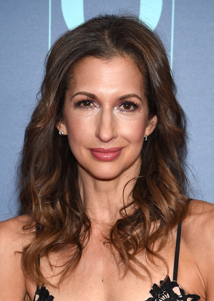 Alysia Reiner Long Wavy Cut [o the oprah magazine hosts special nyc screening of ``a wrinkle in time,a wrinkle in time,hair,face,hairstyle,eyebrow,brown hair,long hair,chin,beauty,layered hair,lip,alysia reiner,nyc,walter reade theater,screening]