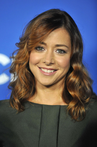 Alyson Hannigan Medium Curls [cruze into the fall,hair,hairstyle,face,eyebrow,chin,layered hair,long hair,blond,smile,brown hair,arrivals,alyson hannigan,california,los angeles,the colony,cbs,event]