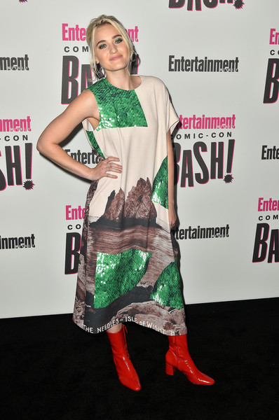 Amanda Michalka Mid-Calf Boots [green,clothing,carpet,premiere,hairstyle,fashion,red carpet,joint,fashion design,dress,entertainment weekly comic-con celebration - arrivals,aj michalka,float,san diego,hard rock hotel,california,entertainment weekly,hbo,comic-con bash]