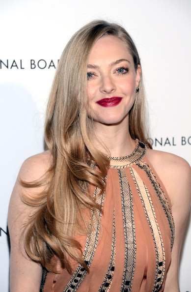 Amanda Seyfried Berry Lipstick [amanda seyfried,inside arrivals,hair,face,lip,hairstyle,blond,shoulder,eyebrow,beauty,skin,long hair,new york city,cipriani 42nd street,national board of review awards]