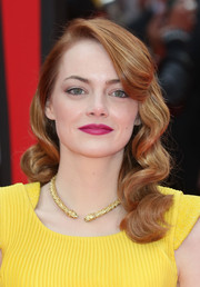 Emma Stone's berry lipstick contrasted wonderfully with her bright yellow dress.
