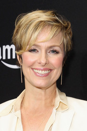 Melora Hardin attended Amazon's Golden Globes celebration wearing a short 'do with wispy bangs.