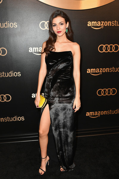 Victoria Justice brightened up her look with a canary-yellow velvet clutch by Tyler Ellis.