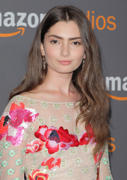 Emily Robinson wore her long hair loose with gentle waves that she complemented with jewelry by Randall Scott and Sylva & Cie when she attended the Amazon Studios Golden Globes party.