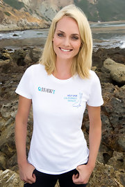 "Amber Valletta showed off her philanthropic side with this ""Help Save California's Whales"" tee."