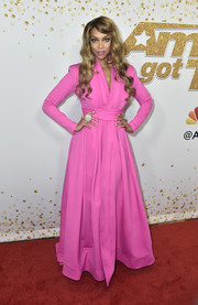 Tyra Banks chose a flowing hot-pink dress by Stello for the 'America's Got Talent' season 13 live show.
