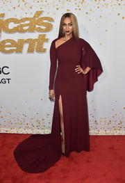 Tyra Banks looked like royalty in a maroon cape-sleeve fishtail gown by Marc Bouwer at the 'America's Got Talent' season 13 live show.