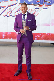 Nick Cannon went with a bold red carpet look when he donned this violet suit.