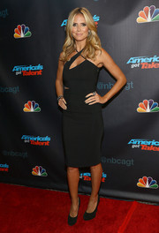 Heidi Klum looked sexy and modern at the 'America's Got Talent' season 8 pre-show event in a tight-fitting LBD with a crisscross neckline.