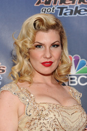Emily West channeled Old Hollywood with this curly hairstyle at the 'America's Got Talent' season 9 event.
