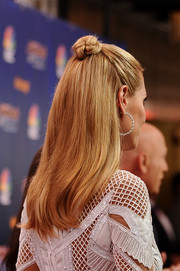 Heidi Klum attended the 'America's Got Talent' season 9 event wearing her hair in a half-up bun.