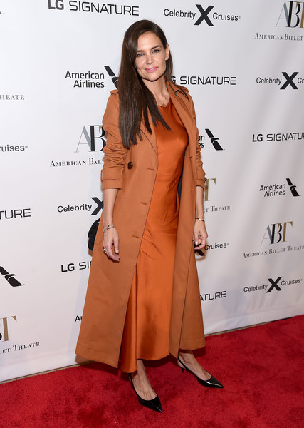 More Pics of Katie Holmes Trenchcoat (1 of 17) - Trenchcoat Lookbook - StyleBistro [clothing,red carpet,trench coat,carpet,flooring,coat,overcoat,fashion,shoulder,outerwear,american ballet theatre 2019 fall gala,david h. koch theater,new york city,lincoln center,katie holmes]