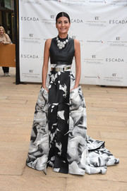 Giovanna Battaglia glammed it up in a Carolina Herrera gown with a fitted black bodice and a voluminous printed skirt during the American Ballet Theatre Diamond Jubilee Spring Gala.