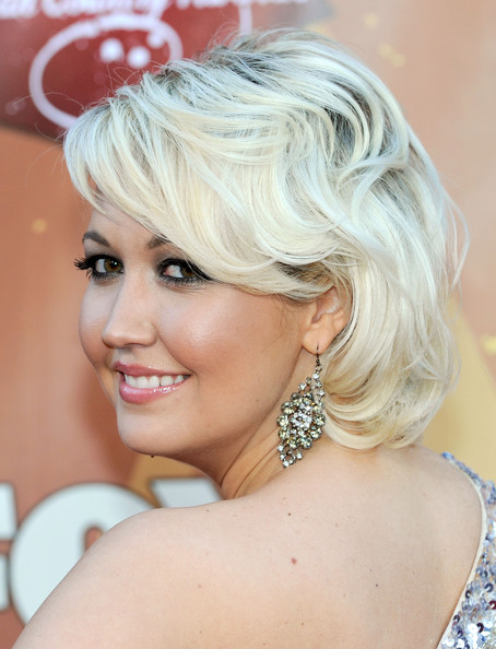Meghan Linsey paired her short blond bob with diamond dangling earrings.