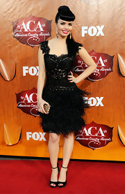 Even Susie Brown (the other half of the JaneDear Girls) toned down her typically zany style for the ACA red carpet. Susie donned a Betty Page 'do and an ornate feathered black dress with a gold clutch.