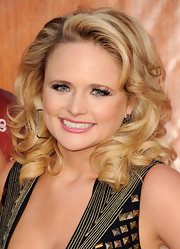 Miranda Lambert wore ultra long false lashes with lots of rich black mascara at the 2011 American Country Awards.