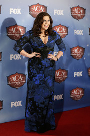 Hillary Scott chose a cleavage-baring blue print dress for the American Country Awards.