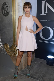Jackie Cruz styled her simple dress with a pair of multicolored glitter platform sandals.