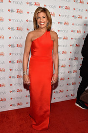 Hoda Kotb went for simple sophistication in a Romona Keveza one-shoulder column dress during the American Heart Association Go Red for Women event.
