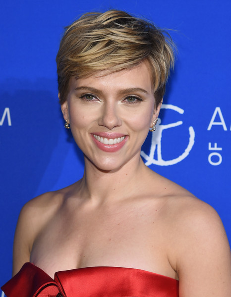 Scarlett Johansson rocked a textured boy cut at the American Museum of Natural History's 2017 Museum Gala.