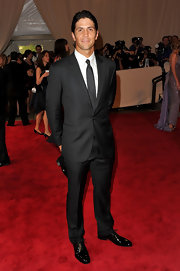 Tennis sensation Fernando Verdasco shows he's also a winner off the court in a luxe-looking charcoal suit at The Met.