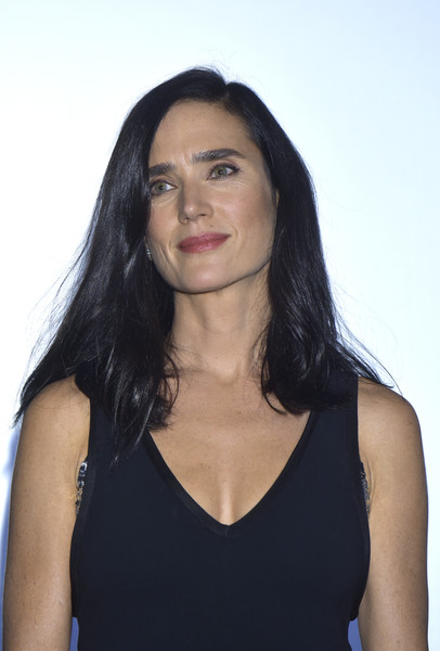 Jennifer Connelly opted for a casual side-parted hairstyle when she attended the Hamburg Film Festival premiere of 'American Pastoral.'