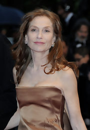 Isabelle Huppert topped off her glam look with a windswept wavy 'do at the 'Amour' premiere.