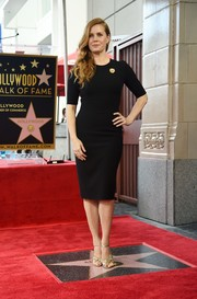 Amy Adams kept it minimal yet elegant in a form-fitting LBD by Giorgio Armani during her Hollywood Walk of Fame ceremony.