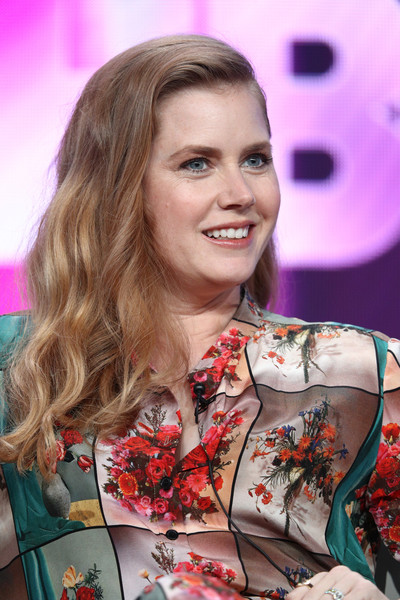 Amy Adams Long Wavy Cut [sharp objects,hair,human hair color,beauty,hairstyle,blond,girl,long hair,smile,hair coloring,brown hair,amy adams,producer,the beverly hilton hotelon,beverly hills,california,tca,hbo,press tour,portion]