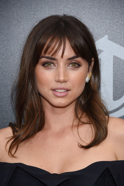 Ana de Armas Medium Wavy Cut with Bangs