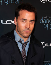 "Jeremy Piven showed off his signature short haircut while hitting ""The Darker Side of Green"" red carpet."