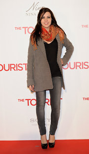 Andrea wears a colorful scarf over a cable knit gray cardigan for this casual red carpet style.