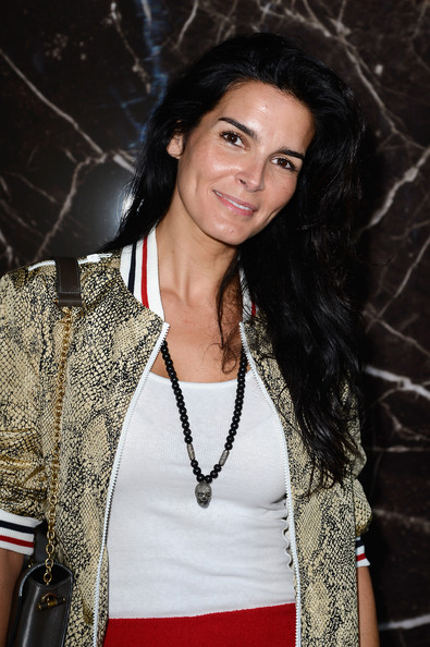 Angie Harmon Long Wavy Cut