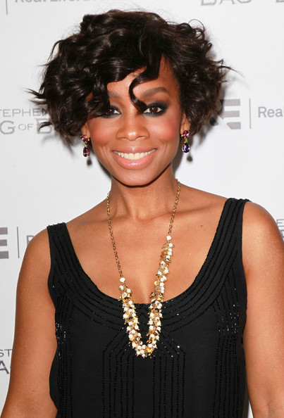 Anika Noni Rose Curled Out Bob