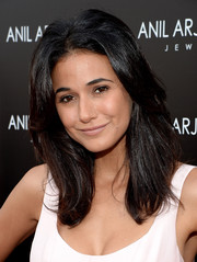 Emmanuelle Chriqui kept it relaxed with this loose center-parted hairstyle at the Anil Arjandas Jewels flagship store opening.