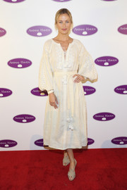 Carolyn Murphy complemented her dress with a pair of strappy taupe slingbacks.