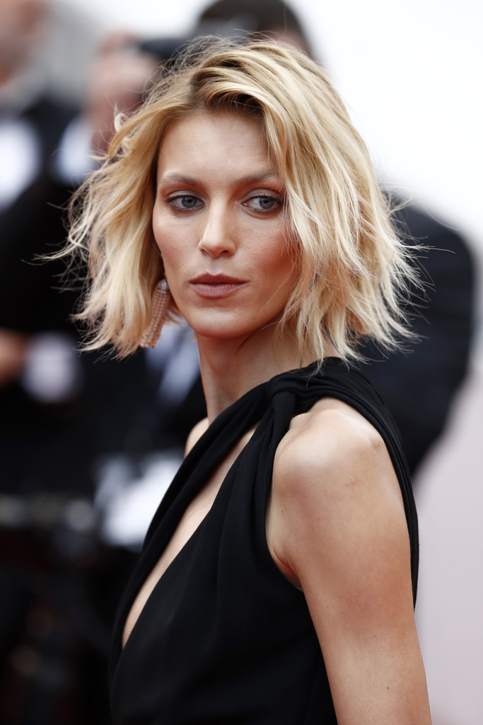 Anja Rubik Layered Razor Cut Short Hairstyles Lookbook