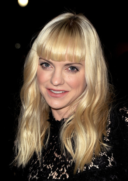 Anna Faris Long Wavy Cut with Bangs [hair,blond,face,hairstyle,bangs,eyebrow,layered hair,chin,beauty,long hair,red carpet,dreamworks pictures delivery man,anna faris,california,los angeles,el capitan theatre,dreamworks pictures,premiere,premiere]