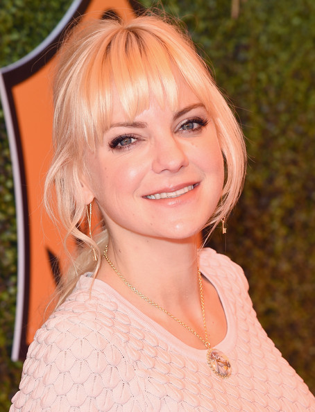Anna Faris Loose Ponytail [hair,face,hairstyle,blond,beauty,eyebrow,lady,lip,chin,layered hair,los angeles,pacific palisades,california,will rogers state historic park,veuve clicquot polo classic,anna faris]