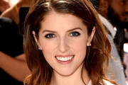Anna Kendrick Medium Wavy Cut
