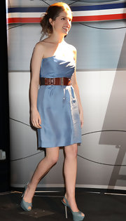 Anna Kendrick's studded brown belt added a tough-chic vibe to her delicate dress.