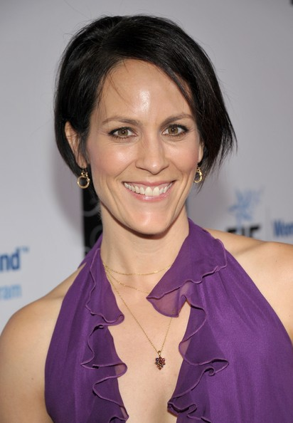 Annabeth Gish Bob [hair,hairstyle,eyebrow,beauty,chin,black hair,forehead,lip,shoulder,smile,annabeth gish,womens cancer research fund,the beverly hilton hotel,beverly hills,california,eif,red carpet,an unforgettable evening]