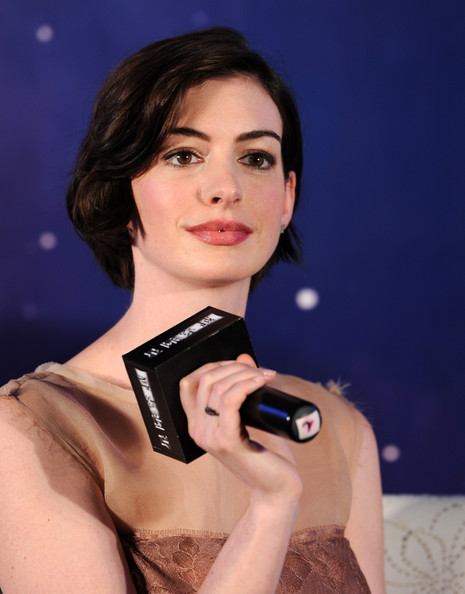 Anne Hathaway Bob [film,beauty,skin,photography,lip,brown hair,electronic device,black hair,photo shoot,gadget,model,anne hathaway,christopher nolan,interstellar,peninsula shanghai,china,film interstellar shanghai press conference,premiere press conference]