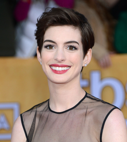 Anne Hathaway Haircut: More Pics Of Anne Hathaway Pixie (16 Of 39)