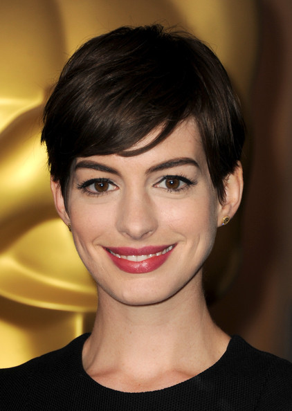 Anne Hathaway Short Side Part [hair,face,hairstyle,eyebrow,lip,chin,beauty,forehead,head,bangs,arrivals,anne hathaway,85th academy awards,beverly hills,california,the beverly hilton hotel,85th academy awards nominations luncheon]