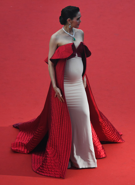 Araya Hargate Maternity Dress [the meyerowitz stories,film,photo,gown,clothing,dress,fashion model,red,shoulder,carpet,formal wear,red carpet,fashion,red carpet arrivals,actress,thai,araya hargate,cannes,cannes film festival,screening]