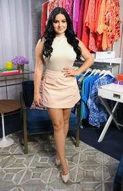 Cream-colored platform pumps finished off Ariel Winter's monochromatic ensemble.